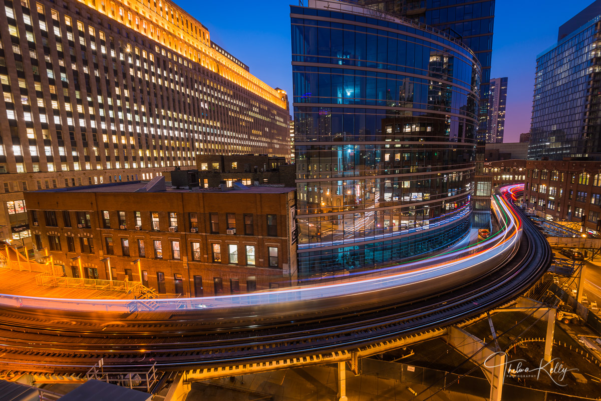 Chicago, Merchandise Mart, long exposure, elevated train, the el, blue hour, photo