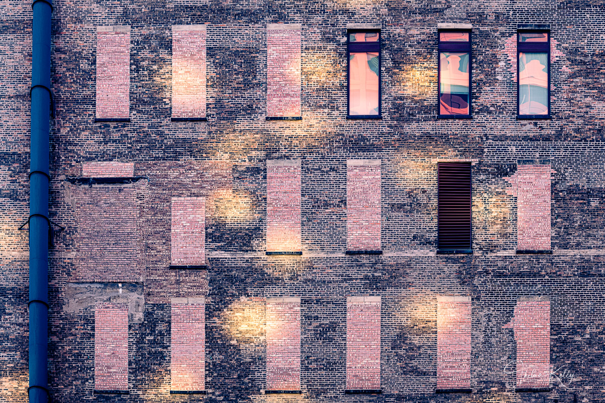Just as in nature, the urban landscape is continually evolving. Its colors, forms, textures, and light form fascinating photographic...