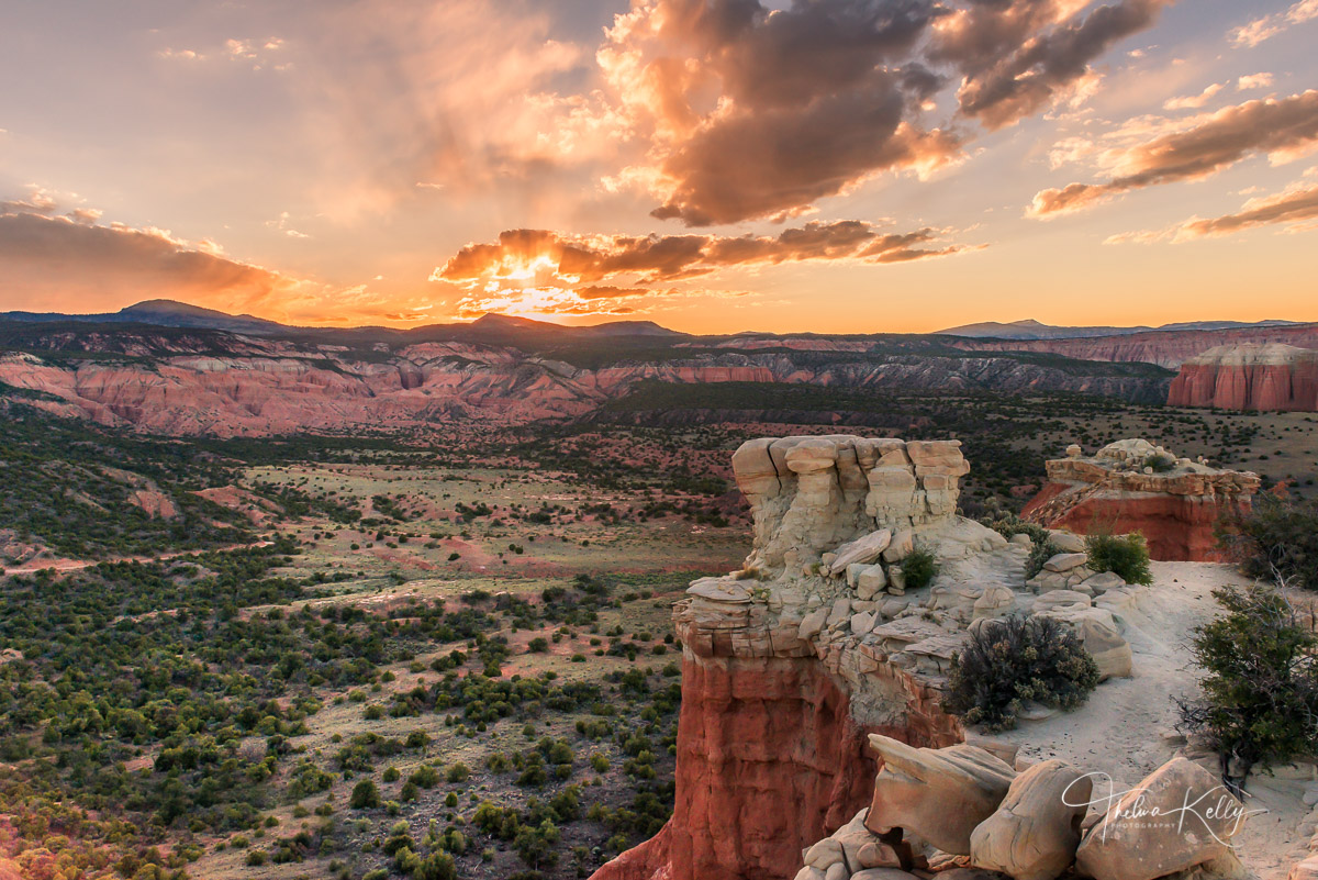 Capitol Reef National Park, Utah, sunset, god rays, valley, landscape, photo